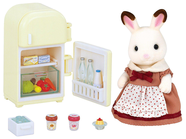 Mutter mit Kühlschrank